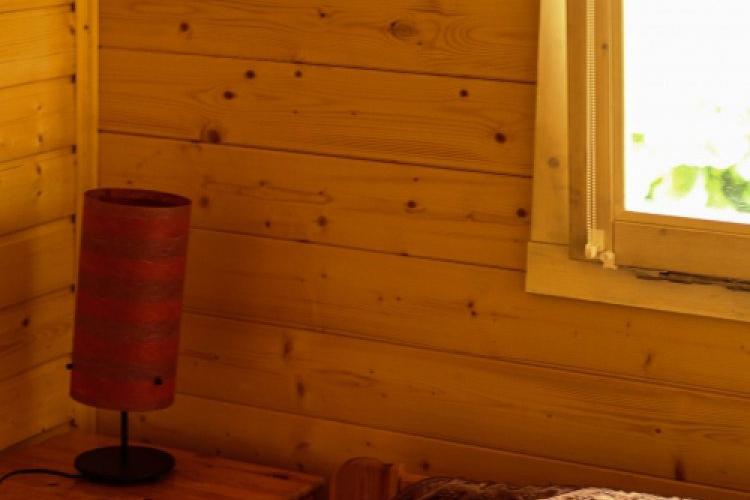 """Domek letniskowy """"Piaskowy""""-sypialnia duże wygodne łóżko"""